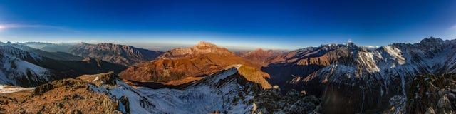 Κορυφογραμμή βουνών, πανόραμα, Καύκασος, Ρωσία Στοκ φωτογραφία με δικαίωμα ελεύθερης χρήσης