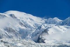 Κορυφογραμμή βουνών χιονιού Στοκ Φωτογραφίες