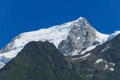 Κορυφογραμμή βουνών χιονιού στοκ φωτογραφία με δικαίωμα ελεύθερης χρήσης