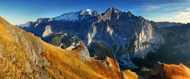 Κορυφογραμμή βουνών Marmolada Περιοχή Trentino Alto Adige, νότιο Τύρολο, Βένετο, Ιταλία Άλπεις δολομίτη, διάσημος προορισμός ταξι στοκ εικόνες με δικαίωμα ελεύθερης χρήσης