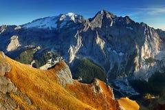 Κορυφογραμμή βουνών Marmolada Περιοχή Trentino Alto Adige, νότιο Τύρολο, Βένετο, Ιταλία Άλπεις δολομίτη, διάσημος προορισμός ταξι στοκ φωτογραφίες με δικαίωμα ελεύθερης χρήσης