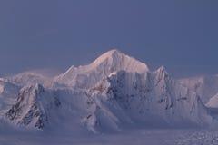 Κορυφογραμμή βουνών Shackleton τον ανταρκτικό χειμώνα χερσονήσων ακόμη και Στοκ Εικόνα