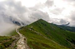 Κορυφογραμμή στα σύννεφα tatra βουνών δυτικό Στοκ Φωτογραφία