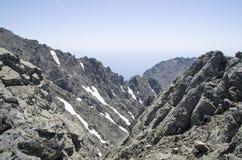 Κορυφογραμμή του βουνού Saos και μέγιστο Fengari στο νησί της Σαμοθράκης στην Ελλάδα στοκ εικόνα με δικαίωμα ελεύθερης χρήσης