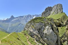 Κορυφογραμμή των όμορφων δύσκολων βουνών στοκ εικόνα