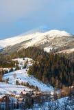 Κορυφογραμμή χειμερινών βουνών πρωινού ανατολής Στοκ Φωτογραφία