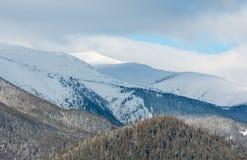 Κορυφογραμμή χειμερινών βουνών πρωινού Στοκ Φωτογραφία