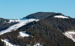 Κορυφογραμμή χειμερινών βουνών πρωινού Στοκ Φωτογραφίες
