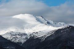 Κορυφογραμμή χειμερινών βουνών πρωινού Στοκ Εικόνα