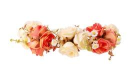 Κορώνα λουλουδιών που απομονώνεται στην άσπρη πορεία ψαλιδίσματος υποβάθρου Στοκ Εικόνες