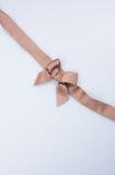 κορδέλλα ή χρυσή κορδέλλα σε ένα υπόβαθρο Στοκ φωτογραφία με δικαίωμα ελεύθερης χρήσης