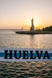 Κορδέλλα με τα χρώματα Huelva και στο υπόβαθρο από την εστίαση, το μνημείο του Columbus Στοκ φωτογραφία με δικαίωμα ελεύθερης χρήσης