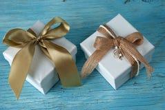 κορδέλλα δώρων κιβωτίων στοκ φωτογραφίες