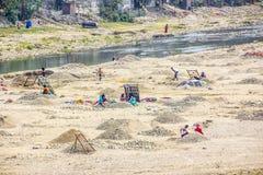 Κοσκίνισμα του αμμοχάλικου Στοκ Εικόνες