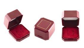 Κοσμήματος κιβώτιο δώρων βελούδου που απομονώνεται κόκκινο Στοκ Φωτογραφία