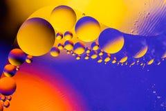 Κοσμικό αφηρημένο υπόβαθρο διαστήματος ή κόσμου πλανητών Αφηρημένο sctructure ατόμων μορίων μπλε ύδωρ φυσαλίδων λουτρών ανασκόπησ Στοκ Εικόνες