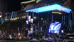 Κοσμοπολίτικες ξενοδοχείο και χαρτοπαικτική λέσχη στο Las Vegas Strip τή νύχτα - ΗΠΑ 2017 φιλμ μικρού μήκους