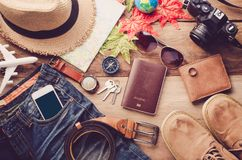 Κοστούμια εξαρτημάτων ταξιδιού Διαβατήρια, αποσκευές, το κόστος του tra Στοκ φωτογραφία με δικαίωμα ελεύθερης χρήσης