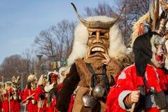 Κοστούμια μασκών της Βουλγαρίας παράδοσης Surva μίμων με προσωπείο Στοκ Φωτογραφίες