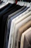 Κοστούμια στις κρεμάστρες Στοκ φωτογραφία με δικαίωμα ελεύθερης χρήσης