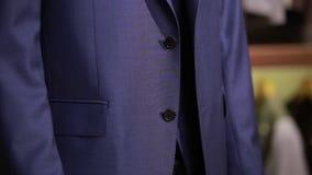 Κοστούμι ατόμων σε ένα μανεκέν φιλμ μικρού μήκους