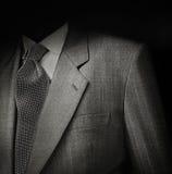 Κοστούμι ατόμων στο Μαύρο Στοκ φωτογραφία με δικαίωμα ελεύθερης χρήσης