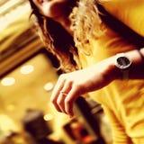 κοστούμι δαχτυλιδιών ατόμων δέσμευσης στοκ φωτογραφίες με δικαίωμα ελεύθερης χρήσης