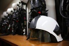 Κοστούμι και εξοπλισμός πυροσβεστών έτοιμοι για τη λειτουργία Στοκ εικόνα με δικαίωμα ελεύθερης χρήσης