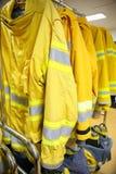 Κοστούμι και εξοπλισμός πυροσβεστών έτοιμοι για τη λειτουργία Στοκ φωτογραφία με δικαίωμα ελεύθερης χρήσης