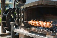 κοτόπουλα που ψήνονται &sigm Στοκ Φωτογραφία
