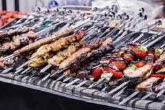 Κοτόπουλο και λαχανικά κρέατος Kebab στη σχάρα Στοκ Εικόνες