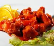 κοτόπουλο που τεμαχίζ&epsilon Στοκ εικόνα με δικαίωμα ελεύθερης χρήσης
