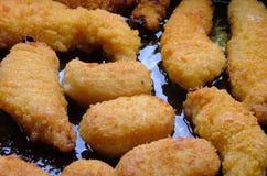 κοτόπουλο που τηγανίζεται Στοκ εικόνες με δικαίωμα ελεύθερης χρήσης