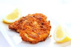 κοτόπουλο που τηγανίζεται schnitzel στοκ εικόνες