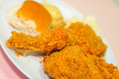 κοτόπουλο που τηγανίζε& στοκ φωτογραφία