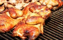 κοτόπουλο που ψήνεται σ Στοκ Εικόνες