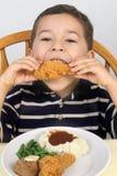 κοτόπουλο 5 που τρώει τα τηγανισμένα παλαιά έτη Στοκ εικόνα με δικαίωμα ελεύθερης χρήσης