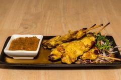 Κοτόπουλο Satay με τη σάλτσα φυστικιών στοκ φωτογραφία
