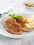 Κοτόπουλο ή χοιρινό κρέας schnitzel στοκ εικόνες