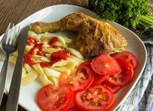 Κοτόπουλο και δείγμα τσιπ Στοκ εικόνες με δικαίωμα ελεύθερης χρήσης