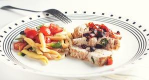 Κοτόπουλο και ζυμαρικά Στοκ εικόνα με δικαίωμα ελεύθερης χρήσης