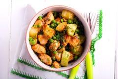 Κοτόπουλο, κολοκύθια, casserole μπιζελιών Στοκ Φωτογραφίες
