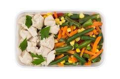 Κοτόπουλο με τα λαχανικά και μαϊντανός στο πλαστικό εμπορευματοκιβώτιο Στοκ Εικόνα