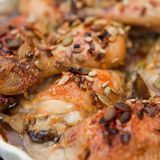 Κοτόπουλο με τα σιτάρια μελιού και κολοκύθας Στοκ φωτογραφία με δικαίωμα ελεύθερης χρήσης