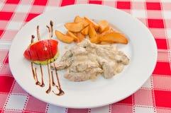 Κοτόπουλο με την κρέμα Στοκ φωτογραφία με δικαίωμα ελεύθερης χρήσης