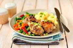 Κοτόπουλο μουστάρδας, λεμονιών και Roast της Rosemary Στοκ Φωτογραφίες
