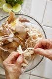κοτόπουλο που τεμαχίζεται Στοκ εικόνες με δικαίωμα ελεύθερης χρήσης