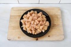 κοτόπουλο που τεμαχίζ&epsilon Στοκ φωτογραφίες με δικαίωμα ελεύθερης χρήσης