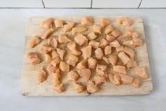 κοτόπουλο που τεμαχίζ&epsilon Στοκ φωτογραφία με δικαίωμα ελεύθερης χρήσης