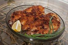 κοτόπουλο που τηγανίζεται Καπνός κοτόπουλου ή tapaka κοτόπουλου Της Γεωργίας cuisi Στοκ Φωτογραφίες